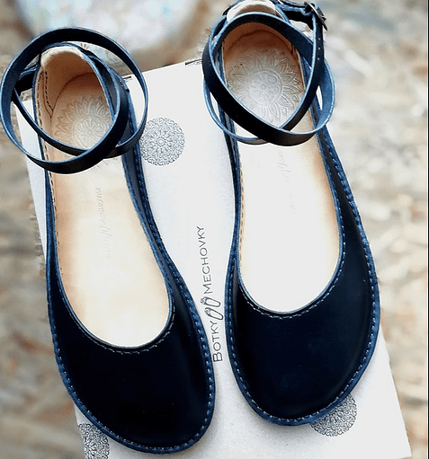 Botky Mechovky barefoot ballet flats close up